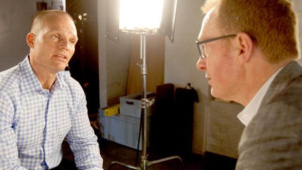 Danmarks Radio har fyret Reimer Bo som vært på 21 Søndag efter dette interview med Stein Bagger. (Foto: DR)